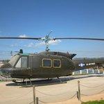 Här en Bell helikopter som var med i striderna