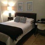 jolie décoration avec lit confortable
