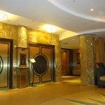 Vestíbulo del hotel y ascensores