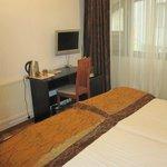 King's Hotel bedroom 1