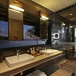 Island Tip Bungalow bathroom