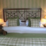 Pretty bed--super uncomfortable