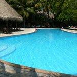 Kuredu : piscine du centre del'ile