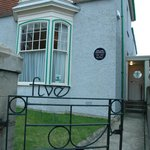 Entrance to No 5 Cwmdonkin Drive