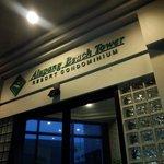 Foto de Alupang Beach Tower
