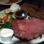 This is the 8oz prime rib cooked to perfection ..medium rare. Bravo ..this pla