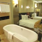 bathroom (Crowne Plaza, Hanoi)