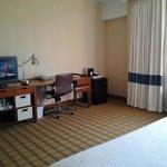 03 Room 735 LAX 4 Pts: desk & frig
