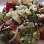 Salat aus eigenen Produkten