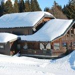 Arrivée skis aux pieds sur la terrasse