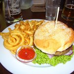 Burger mit Curly fries