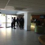 наряд полиции прибыл по делу об ограблении