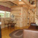 Hickory Hollow log cabin