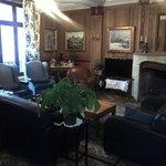 le salon, superbe lieu d échange, avec sa cheminée