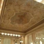 Потолок в ресторане