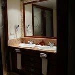 Полотенца каждый день чистые, мыло, шампуни тоже каждый день пополнялись
