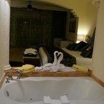 Всего было 2 джакузи - в номере и на балконе, ну еще душ в номере