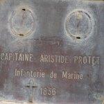 Lápida del Capitán Protet