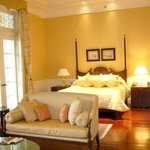 grand deluxe colonial suite - HUGE!