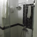 Sunflowers Hotel-Bathroom 2