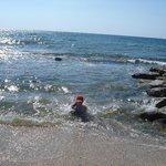 Море очень чистое в Феодосии