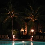 en nocturne côtè piscine
