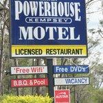 kempsey powerhouse motel roadside sign