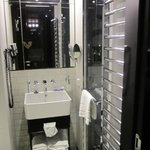 Salle de bains, petite mais fonctionnelle