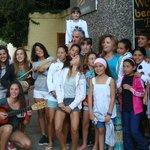 Grupo de niños y niñas deportistas