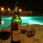 wijntje bij het zwembad