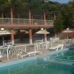 terrasse et piscine de l'hôtel