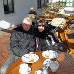 Kaffee und Kuchen in der Sonne!