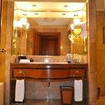 Bathroom, Khrungtep Wing