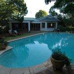 Super Garten mit grossen Pool