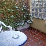 Pequeña terraza a un patio interior