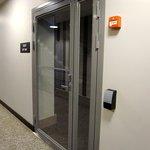 客室階エレベーターホールからカードキー必須扉