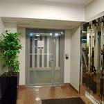 エレベーターホールへ入る為のカードキー必須扉