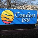 Dulles Comfort Inn Sign - Herndon Virginia