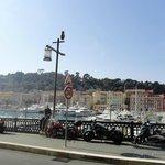 La vue de la terrasse sur le port de Nice