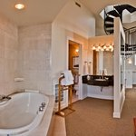 Lighthouse Suite Jetted Tub
