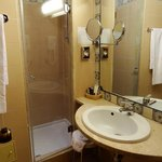 Single Room 202 - bathroom