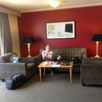 Lounge area in room 609