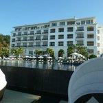 ビーチ側から見たホテル