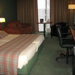 ruime suite met groot schuifraam