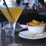 Casual dining - nice atmosphere...good chips!