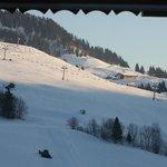 vue d'une partie du domaine skiable, du balcon.
