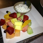 fresh cut fruit and cottage cheese