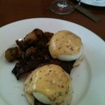 eggs benedict with candied bacon and hollandaise sauce