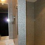 Ivbergs Premium Hotel re. Dusche