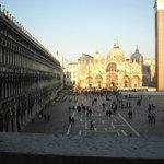 Vista panoramica dal museo/biblioteca  -)) sulla Piazza S.Marco